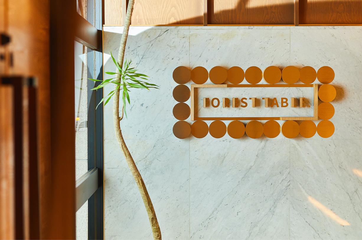 隣接するハイエンドな本格中華レストランと、新しくオープンする点心と中国茶のカジュアルなカフェ&レストランでシナジー効果を生み出す店舗ブランディング
